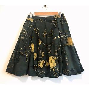 Zara woman dark floral print skirt, size 6